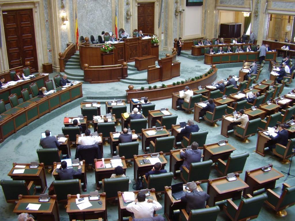 DECIZIE în Senat | Minorii merg LA DISCOTECĂ de mână CU PĂRINŢII … dacă mai vor