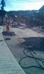 Galerie foto: Pe strada Dealului, ieri s-a asfaltat, azi s-a spart la loc!
