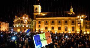 2 000 de sibieni au protestat în Piața Mare