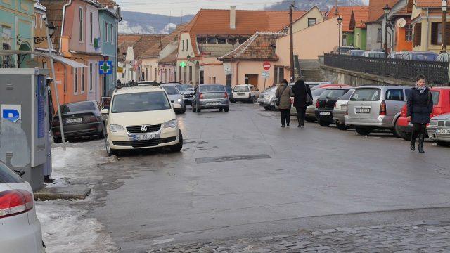 reguli noi de acces și parcare