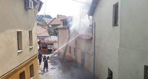 Incendiu la un imobil