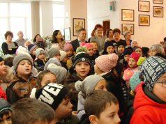 Câteva mii de copii colindă